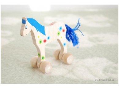 Mažas arkliukas su ratukais melsvas su gėlytėmis 4