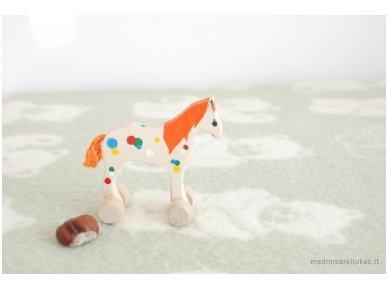 Mažas arkliukas su ratukais oranžinis 4