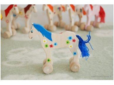 Mažas arkliukas su ratukais melsvas su gėlytėmis 3