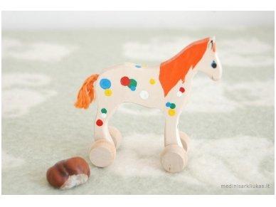 Mažas arkliukas su ratukais oranžinis