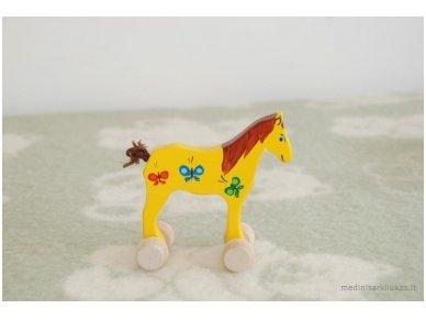 Mažas arkliukas su ratukais geltonas su drugeliais 2