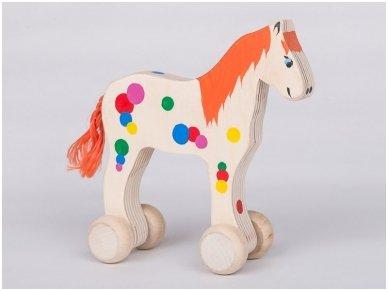 Arkliukas su ratukais