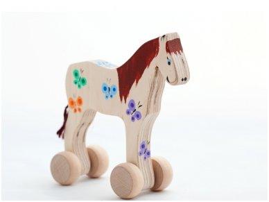 Arkliukas su ratukais Rudasis