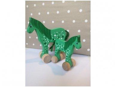 Arkliukas su ratukais žalias su taškeliais 2