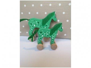 Arkliukas su ratukais žalias su taškeliais