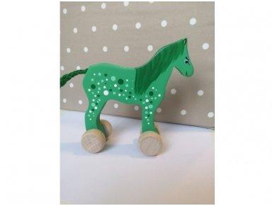 Arkliukas su ratukais žalias su taškeliais 3