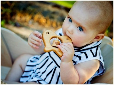 Organic wooden rattle teether 'Butterfly' 4