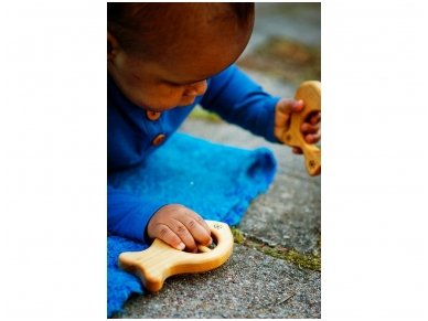 Organic wooden rattle teether 'Fish' 4
