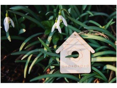 Wooden nesting-box ornament 4