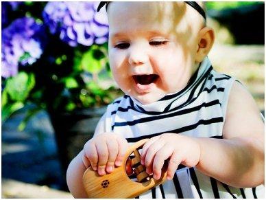 Organic wooden rattle teether 'Tasty' 3