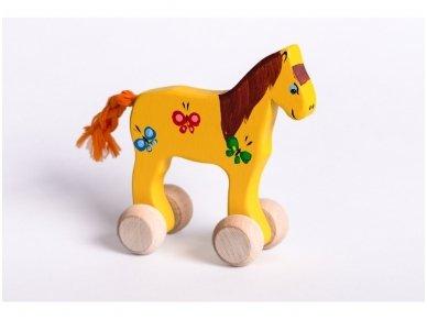 Mažas arkliukas su ratukais geltonas su drugeliais