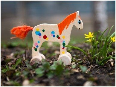Mažas arkliukas su ratukais oranžinis 5