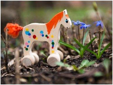 Mažas arkliukas su ratukais oranžinis 2