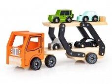Medinis autovežis su 4 lengvaisiais automobiliais