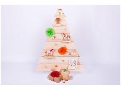 Medinė kalėdinė eglė 2