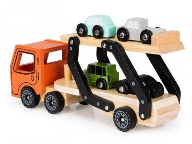 Medinis autovežis su 4 lengvaisiais automobiliais 2