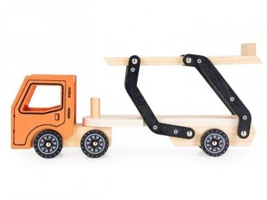 Medinis autovežis su 4 lengvaisiais automobiliais 3
