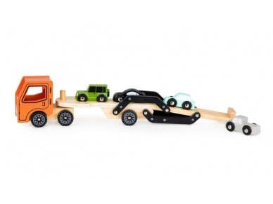 Medinis autovežis su 4 lengvaisiais automobiliais 4