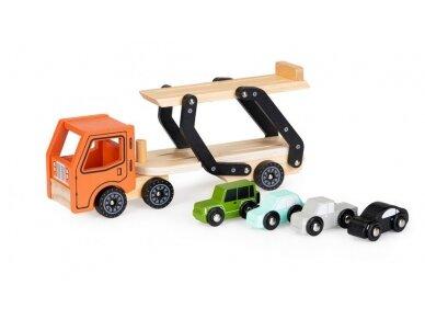 Medinis autovežis su 4 lengvaisiais automobiliais 5