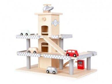 Medinis garažas su mašinėlėmis 3