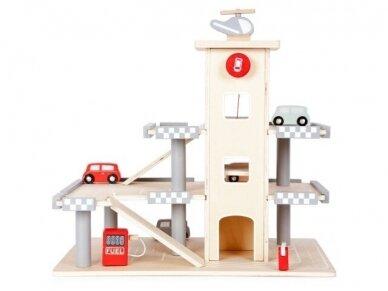 Medinis garažas su mašinėlėmis 2