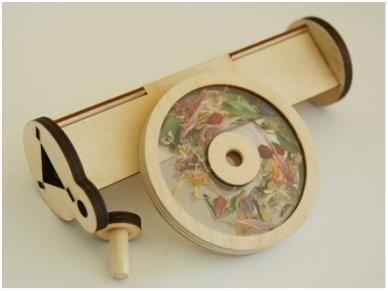 Medinis kaleidoskopas su džiovintomis gėlėmis 4