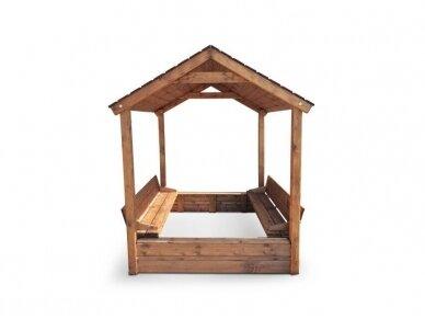 Smėlio dėžė su dvišlaičiu stogeliu