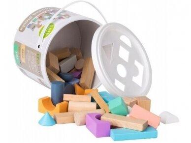 Spalvotų kaladėlių rinkinys dėžutėje 2