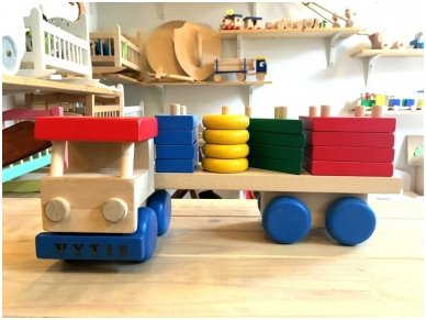 Truck with colourful blocks 3