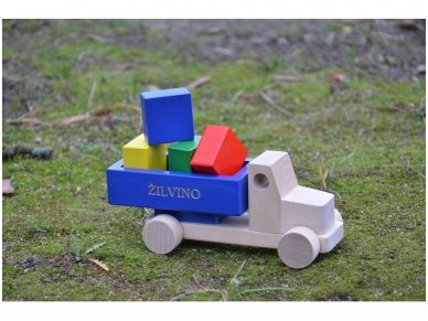Truck with blocks 16