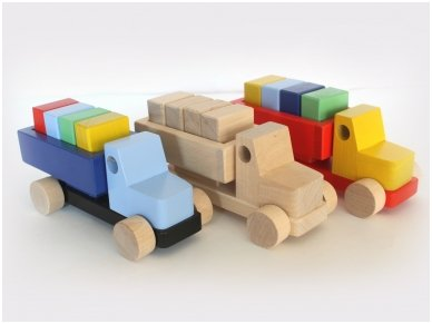 Sunkvežimis su kaladėlėmis