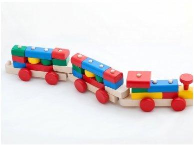 Traukinukas su kaladėlėmis